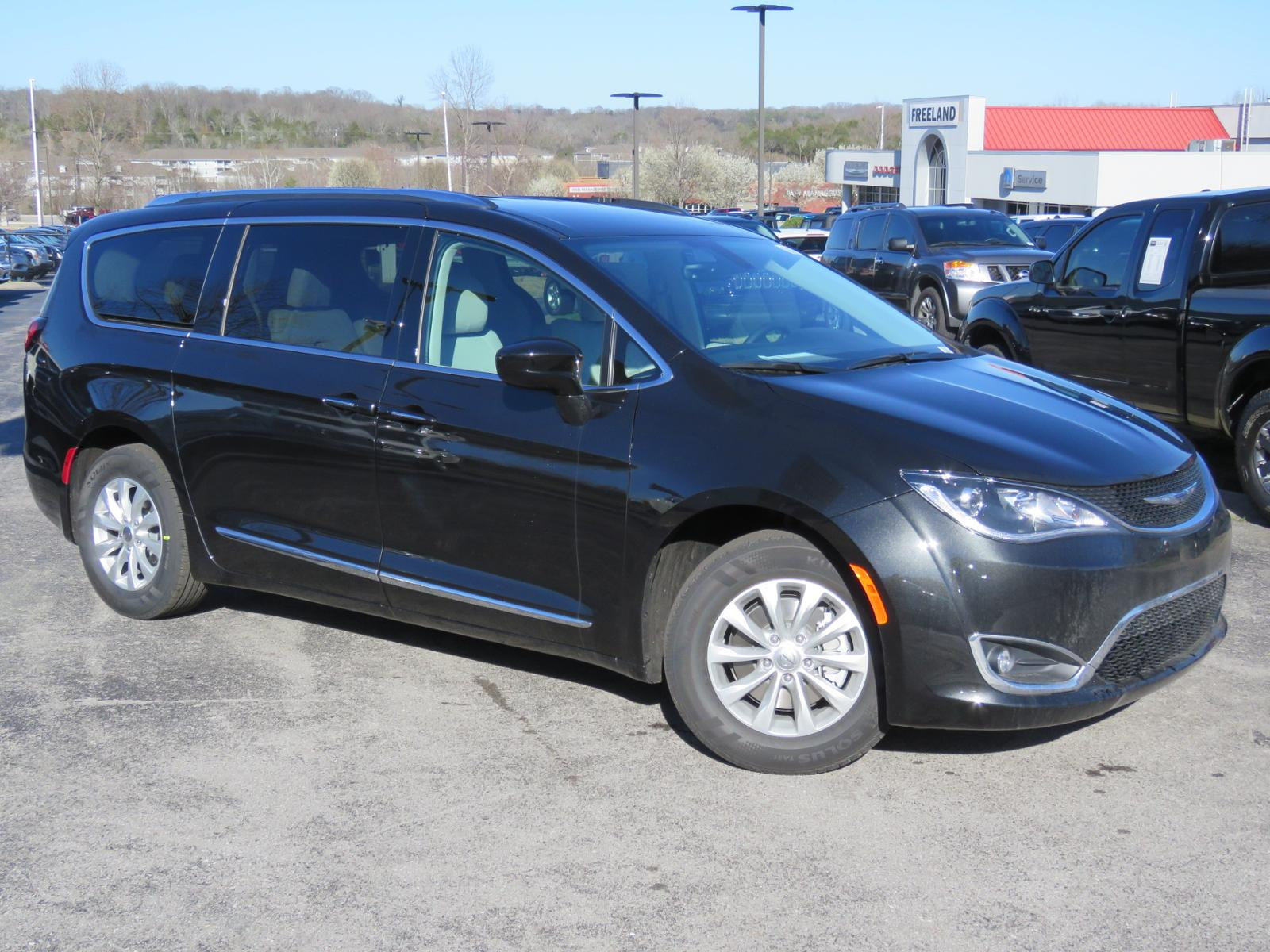 new 2018 chrysler pacifica touring l plus passenger van in. Black Bedroom Furniture Sets. Home Design Ideas